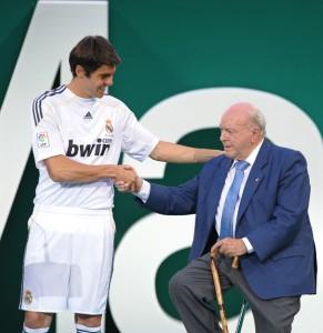 Di Stéfano, en junio de 2009, durante la presentación de Kaká en Real Madrid. Foto de Denis Doyle/Getty Images Europe / Vía Zimbio.