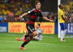 Con su grito ante Brasil, Klose se convirtió en goleador histórico de los mundiales. Foto de Laurence Griffiths/Getty Images South America / Vía Zimbio