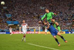 Rizzoli no cobró un claro penal de Neuer sobre Higuaín. Foto de aurence Griffiths/Getty Images South America / Vía Zimbio