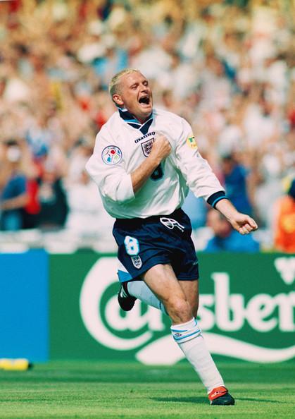 Gascoigne, en la Eurocopa de 1996, después convertirle un golazo a Escocia. Foto vía Zimbio