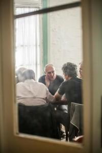 El Ruso Verea domina el diálogo en la entrevista con Ezequiel Fernández Moores y los profesores de la universidad.