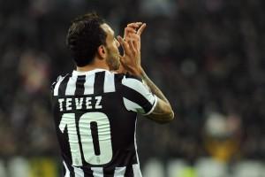 Con la 10 de Juventus, aquella que usò Del Piero. Tevez asumió el desafío y salió ganador. Foto de Valerio Pennicino/Getty Images Europe. Vía Zimbio