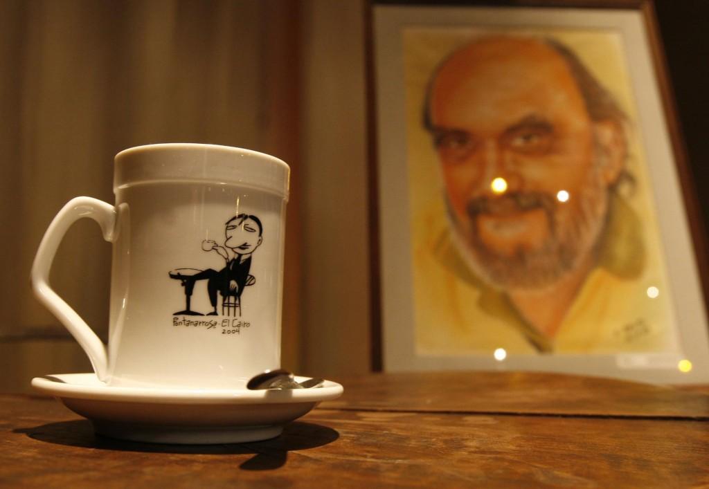 El recuerdo del Negro Fontanarrosa, en el bar El Cairo, de Rosario. Foto de la Agencia NA.