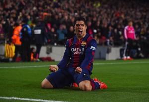 Suárez se llena de boca para darle el triunfo a Barcelona en el clásico. Foto de David Ramos / Getty Images Europe / Vía Zimbio