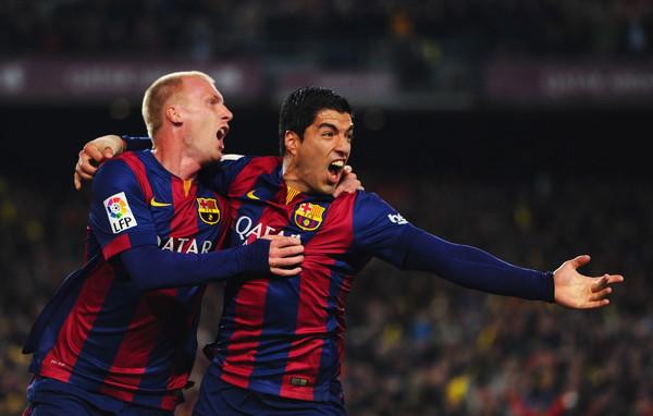 Jeremy Mattieu festeja el primer gol de Barcelona con Luis Suárez, que firmó la victoria en la segunda parte. Foto Alex Caparros / Getty Images Europe / Vía Zimbio.