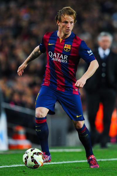 Cabeza en alto, pelota al pie. Toda la elegancia de Ratikic, una de las figuras de Barcelona. Foto de David Ramos / Getty Images Europe / Vía Zimbio