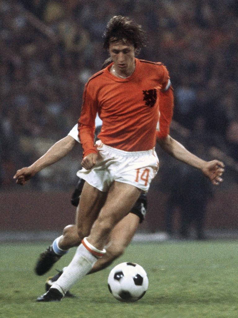 Cruyff y su fina estampa en el Mundial de 1974. Brilló y lideró el Fútbol Total de la Naranja Mecánica. / Foto de la agencia AFP.