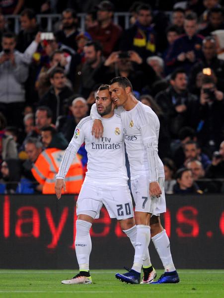 Cristiano Ronaldo festeja con Jesé su gol en el Camp Nou, el que le dio el triunfo al Real Madrid. Foto de Alex Caparros /Getty Images Europe / Vía Zimbio.