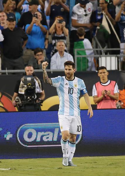 Messi ya alcanzó el récord goleador de Batistuta y vuelve a hacer historia en la Selección. Foto de Jim Rogash / Getty Images North America / Vía Zimbio