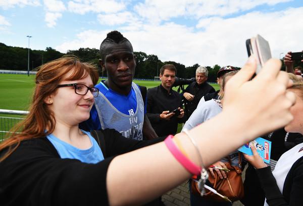 Todas las fotos son para Jatta, una de las nuevas esperanzas del Hamburgo. Foto de Stuart Franklin / Bongarts / Vía Zimbio.